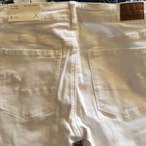 White American Eagle high rise jeans. US 8 Long